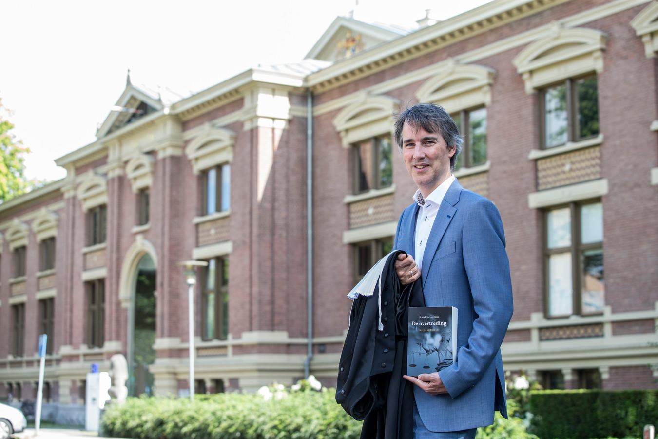 Rechter Karsten Gilhuis uit Zutphen geeft met debuutroman bijzonder kijkje in wereld rechterlijke macht.