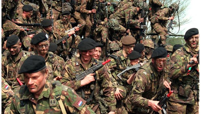 De laatste dienstplichtige militairen tijdens de laatste oefening in 1996