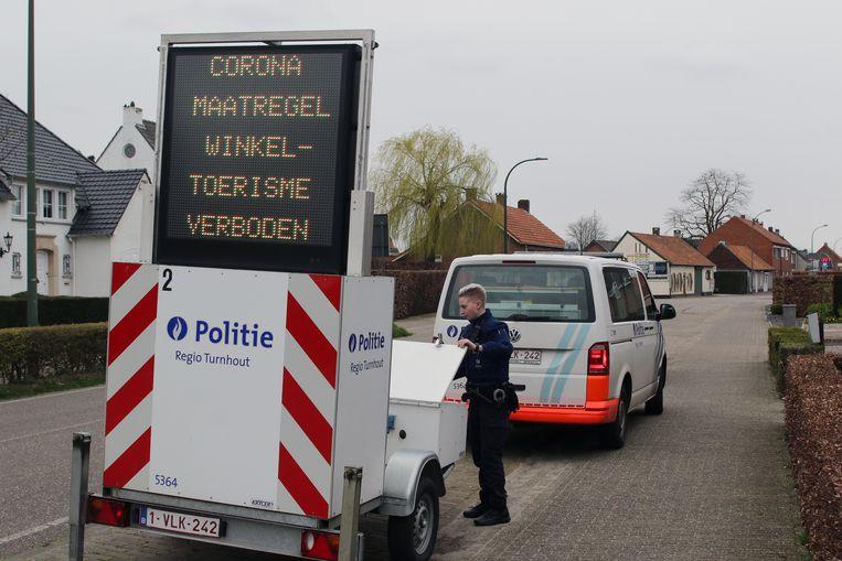 De politie regio Turnhout plaats duidelijke borden.