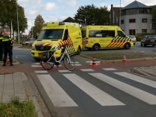 Fietsster ernstig gewond door aanrijding met auto in Ede, automobilist op de vlucht