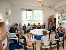 Kleine school in Heerde moet uitbreiden en geeft uit nood les in bieb, directiekamer en personeelsruimte