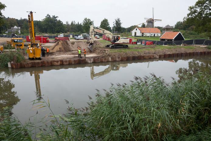 Om het Apeldoorns kanaal bevaarbaar te maken moest in 2014 een in de Tweede Wereldoorlog neergestorte bommenwerper worden opgegraven.