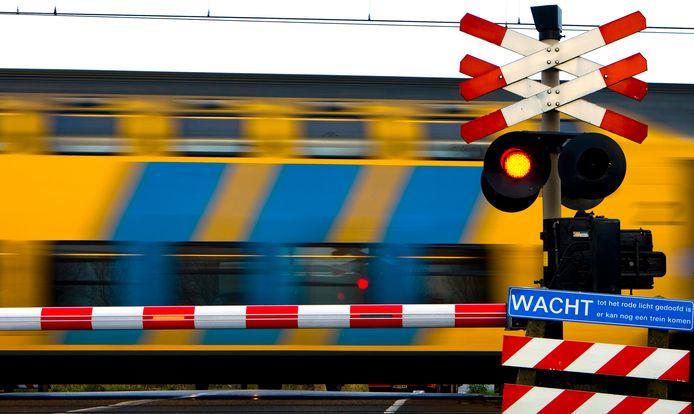 2008-12-08 00:00:00 SPAARNWOUDE - Spoorwegovergang. ANP PHOTO XTRA KOEN SUYK