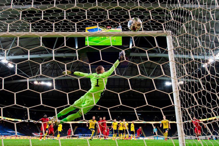 Cristiano Ronaldo scoort zijn honderdste doelpunt uit een vrije trap. Beeld AFP