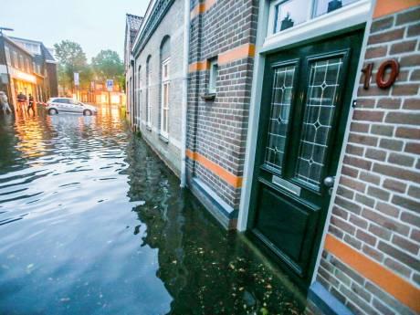 In Gemertse huizen staat 20 cm water na zware regenval, 'het stroomt gewoon over de dorpels heen'