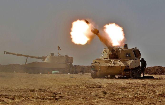 Een M109-pantserhouwitser van de Iraakse strijdkrachten tijdens een operatie tegen IS in 2016