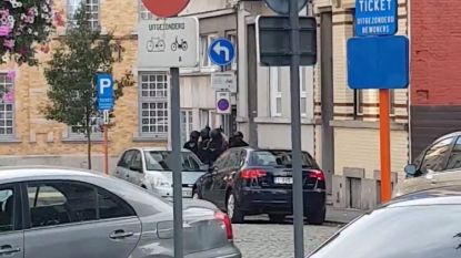 VIDEO. Arrestatieteam valt woning binnen na extreme verkeersagressie