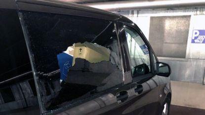Vandalen houden lelijk huis in parking De Bond: verschillende autoruiten beschadigd en geld weg