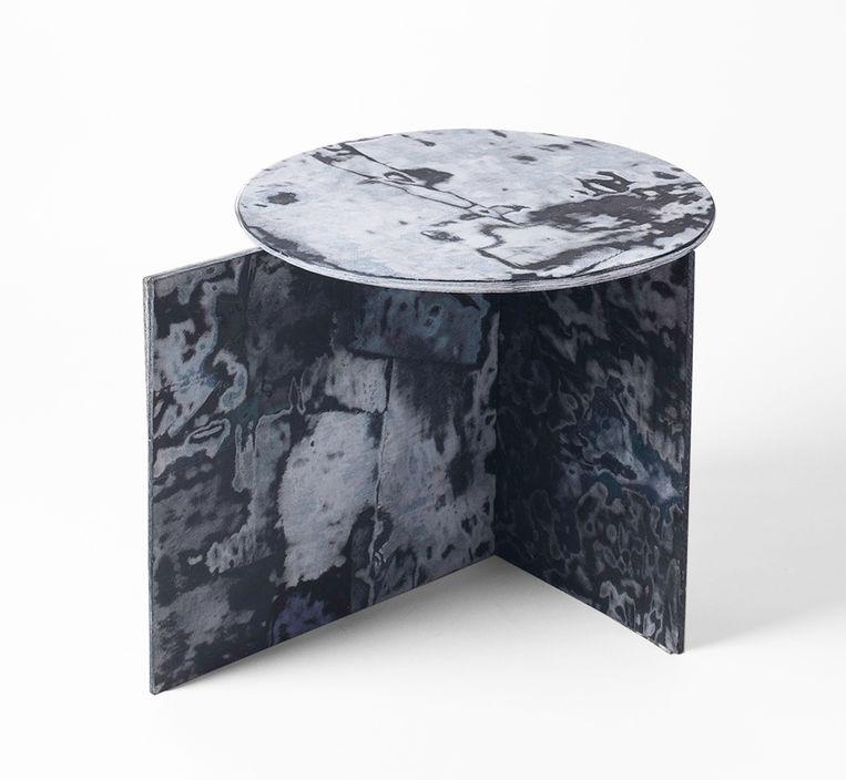 Ontwerper Sophie Rowley maakt marmerachtig meubilair van oude spijkerbroeken en reststoffen uit fabrieken, prijs op aanvraag.  sophierowley.com Beeld