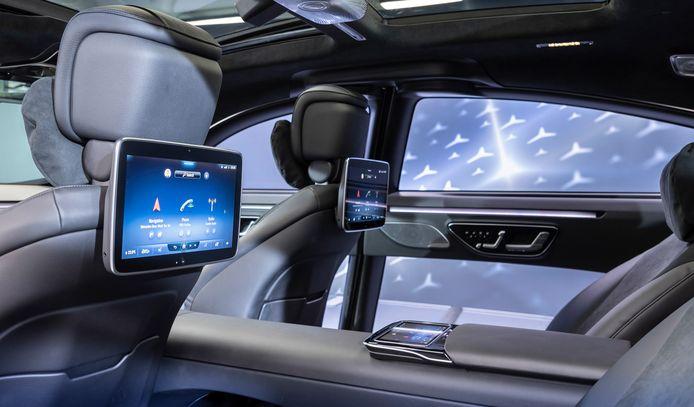 Dit studiemodel laat de ruimte op de achterbank van de nieuwe S-klasse alvast zien, naast de nieuwe multimediaschermen