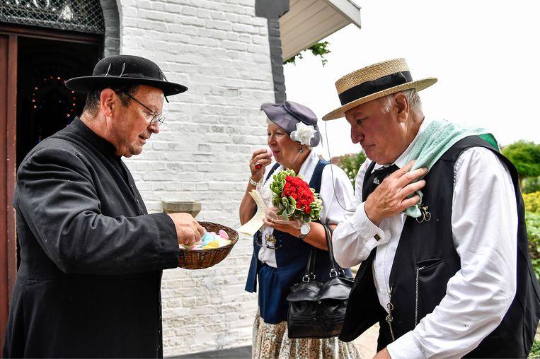 Julien en Lea kregen een ceremonie in Hamme voor hun jubileum.