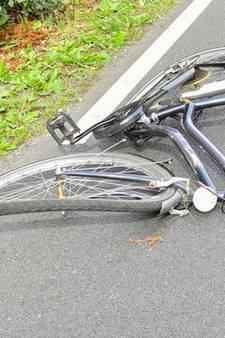 Twee fietsers zwaargewond na aanrijding op Bredaseweg in Tilburg; automobilist aangehouden
