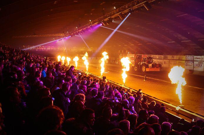 Tractorpulling in de IJsselhallen. Een groot evenement dat gaat verdwijnen aan de Rieteweg.