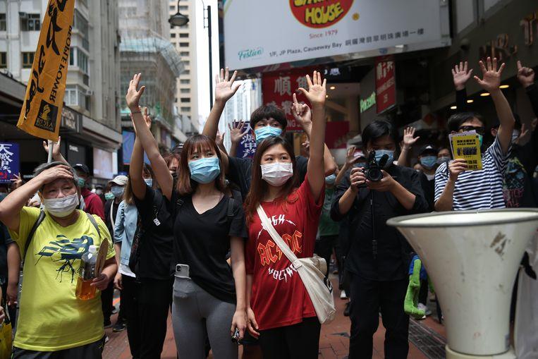 Demonstranten zondag in Hongkong tegen de nieuwe Chinese veiligheidswet. Beeld EPA