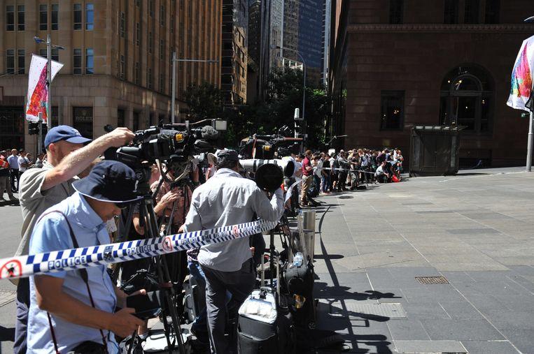 Media verzamelden zich bij het Lindt café. Beeld epa