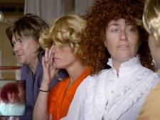 Johnny en Ellie scoren met ABBA-imitatie