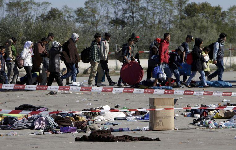 Vluchtelingen bij de Hongaarse grens. Beeld reuters