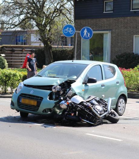 Motorrijder gewond bij frontale botsing in Barneveld