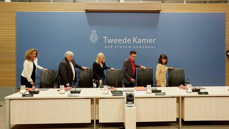 Commissieleden (vlnr) Vera Bergkamp (D66), Ton Elias (VVD), commissievoorzitter Madeleine van Toorenburg (CDA), Henk van Gerven (SP) en ondervoorzitter Mei Li Vos (PvdA) tijdens de openbare verhoren van de parlementaire enquetecommissie Fyra. Beeld anp