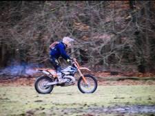 'Motorcrossers door Veluwse bossen jagen rustend wild op'
