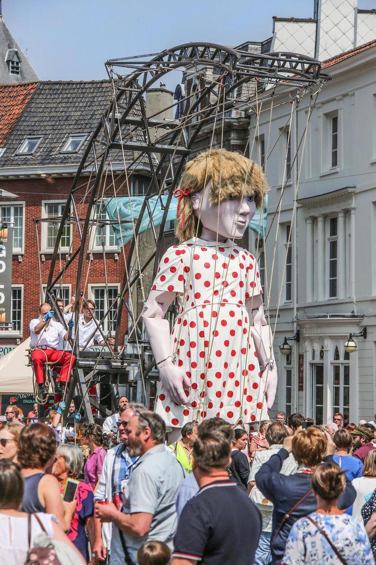 Kleine Emma zal voor het eerst buiten haar geboortestreek West-Vlaanderen te zien zijn.