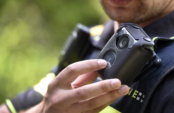 Veiligheid- en servicemedewerkers kunnen de camera inschakelen als er een onveilige situatie ontstaat