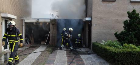 Garage in Waalwijk brandt volledig uit