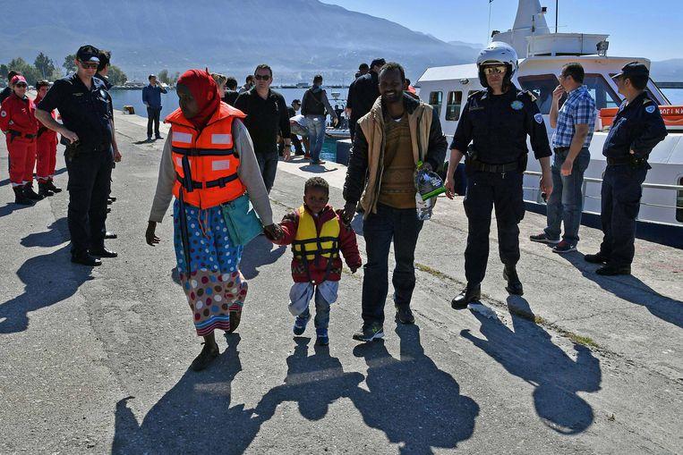 Het is niet de eerste keer dat de Griekse kustwacht onderschepte migranten naar de haven van Kalamata brengt. Ook in april 2016 gebeurde dat al een keer.