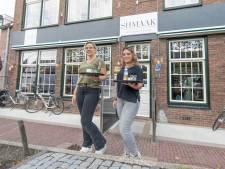 Horecatijgers Marloes en Sharon doen het gewoon, grand café Met Shmaak verbouwen in coronatijd