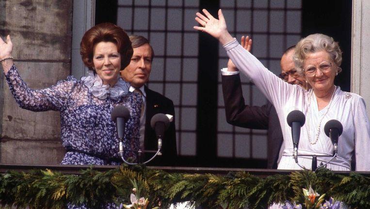 Archiefbeeld: Koningin Beatrix en koningin Juliana van Nederland in het Paleis op de Dam in Amsterdam, 30 April 1980.