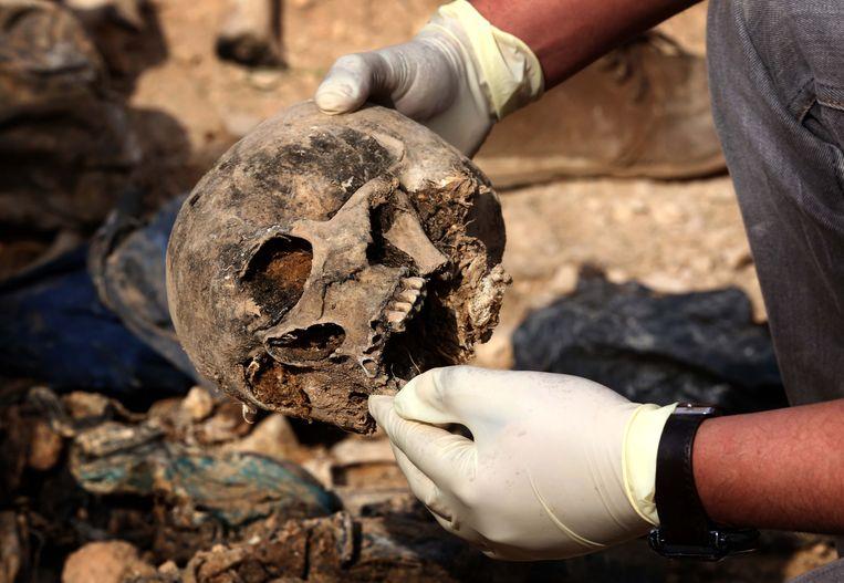 Er zouden al meer dan 1.200 lichamen gevonden zijn.