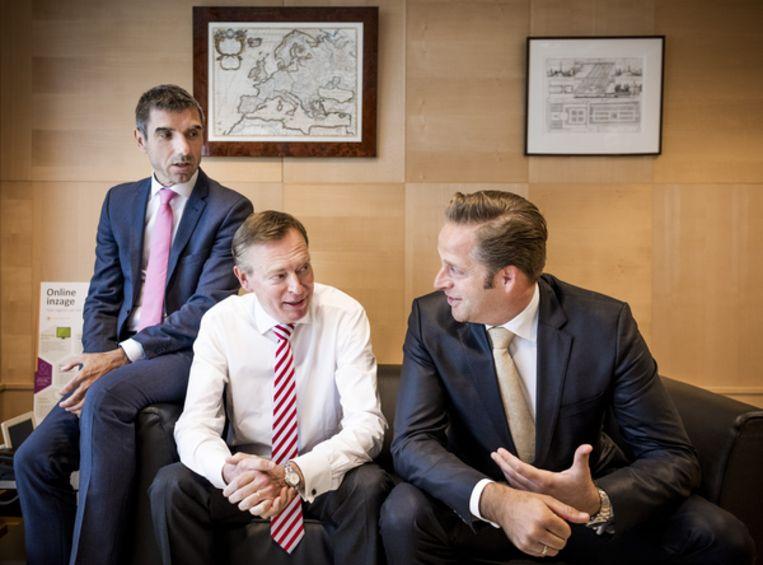 Staatssecretaris Paul Blokhuis (CU) en ministers Bruno Bruins (VVD) en Hugo de Jonge (CDA) van Volksgezondheid. Beeld Freek van den Bergh