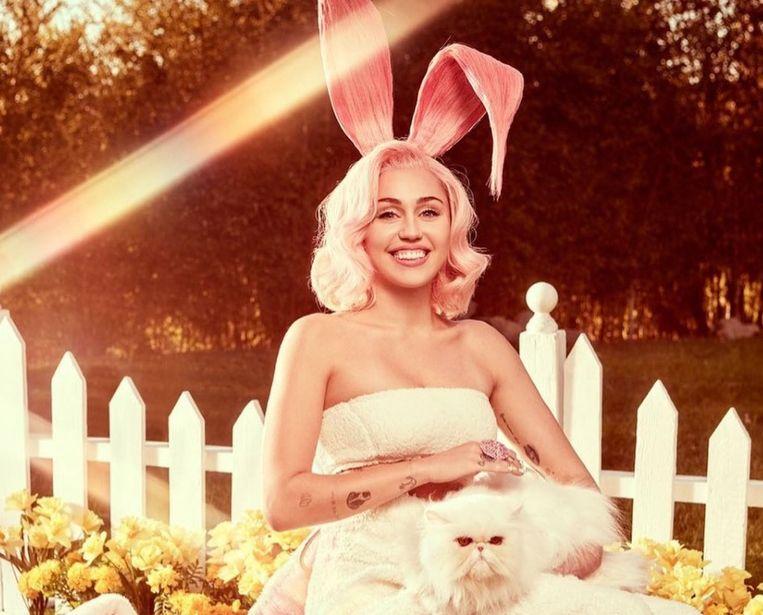 Miley Cyrus praat open over haar identiteit.