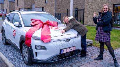 """Joke wint elektrische auto met wedstrijd op Q-music: """"Dankzij geboortedata van twee zoontjes"""""""
