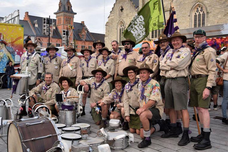 Het scoutstrommelkorps 'Met vel en gamel' opende de optocht.