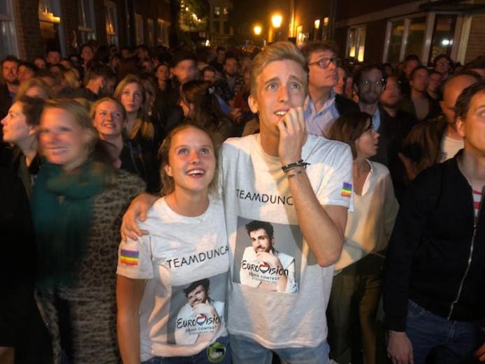 In de Utrechtse binnenstad werd gisteravond de puntentelling bij het Songfestival gespannen gevolgd