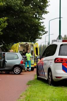 Auto botst tegen muur in Cuijk, twee personen naar ziekenhuis