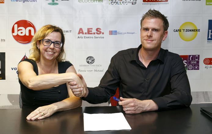 Jeffrey van Iersel tekent bij ijshockeyclub Red Eagles