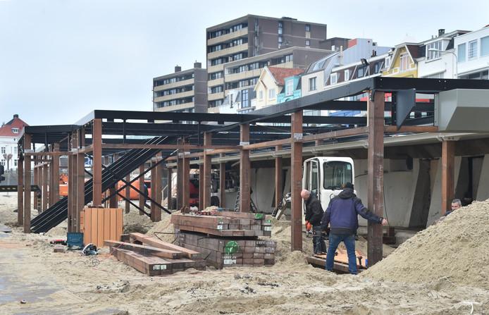 Hotel-restaurant Pier 7 in aanbouw.