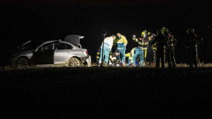 Mysterie net over Belgische grens: man ligt dood op A73, vrouw zwaargewond in naastgelegen maisveld