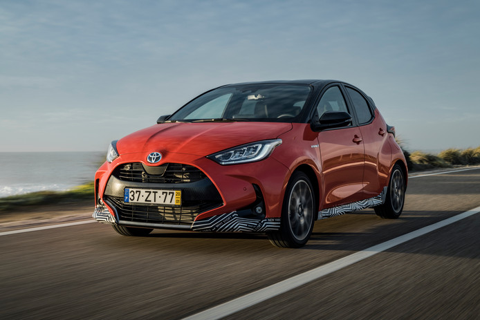 De Toyota Yaris Hybrid moet jongere autokopers aanspreken.