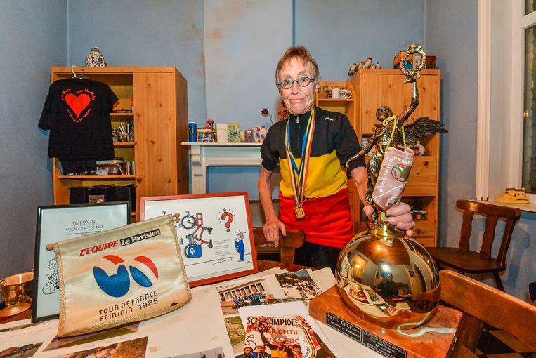 Ex-wielerkampioene Josiane Vanhuysse werd ereburger van de stad Wervik.