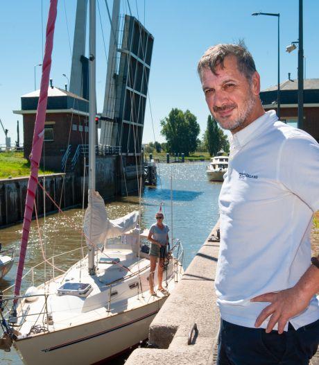 Nieuwe schippers zorgen voor meer drukte in Julianasluis: 'Als mensen in paniek zijn, doen ze gekke dingen'
