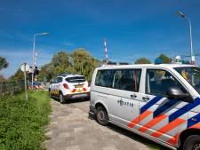 Minderjarige spugende zwartrijders in bedwang gehouden door omstanders tot politie arriveert