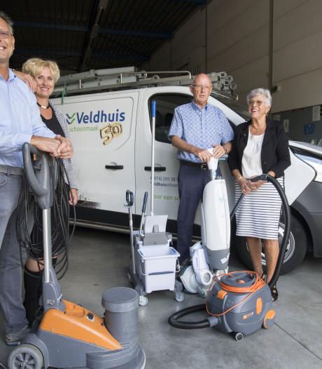Groot jubileumfeest vanwege 50 jaar Schoonmaakbedrijf Veldhuis