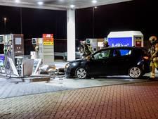 Auto ramt benzinepomp langs A2 Nieuwegein, bestuurder na vlucht aangehouden