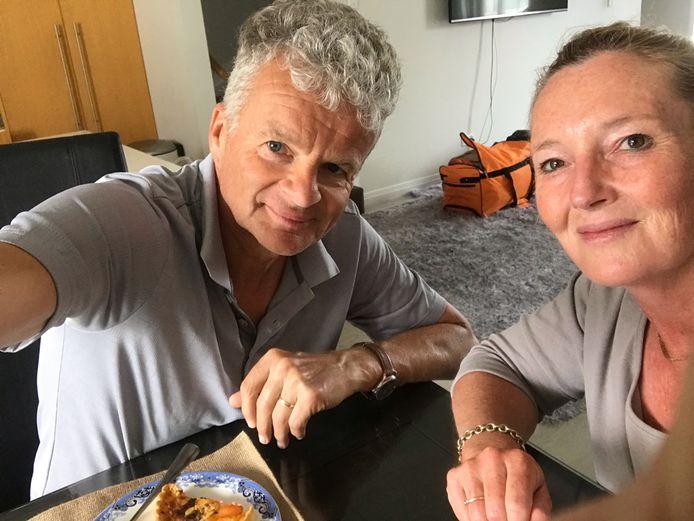 De reistassen staan klaar voor voor vertrek.  Joepie, naar huis! Han en Anita Blijleven kunnen Nieuw-Zeeland eindelijk verlaten, via Maleisië naar Nederland.