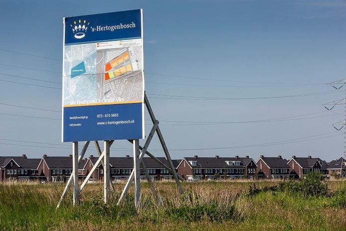 Het braakliggende terrein in de wijk Groote Wielen in Rosmalen.