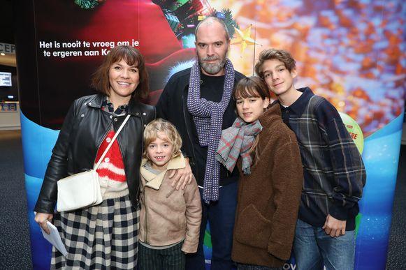 Siska Schoeters en partner Thomas De Soete met hun kinderen Lucien, Martha en Leon
