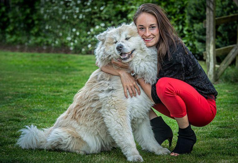 Tessa Wullaert en haar hond Chouffe.